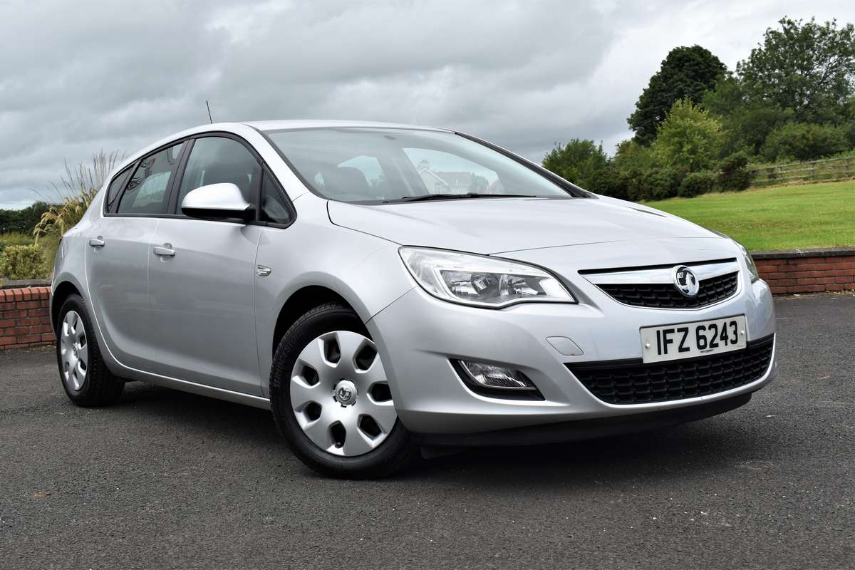Vauxhall ASTRA EXCLUSIV 113 *LOW MILEAGE GREAT VALUE*